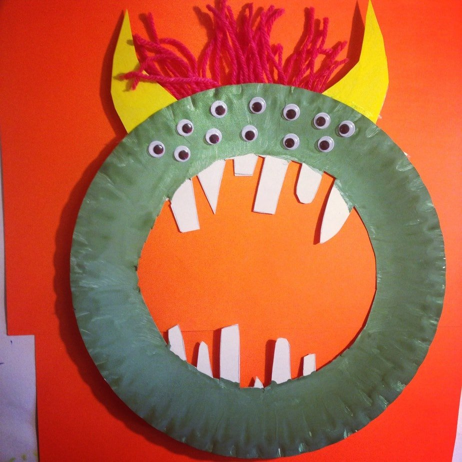 Kid's Craft – Monster Wreath