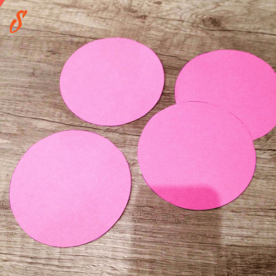 Paper circles for the Love Bug craft